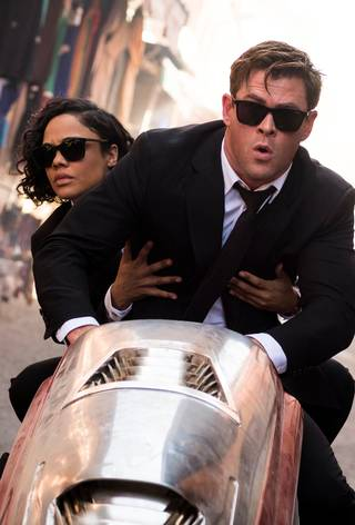 Tessa Thompson og Chris Hemsrrworth i Men in Black: International