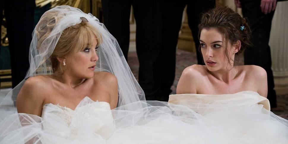 Kate Hudson og Anne Hathaway spiller venninne som blir uvenner når de begge skal gifte seg- på samme dato!
