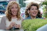 Toni Collette og Nia Vardalos i Connie and Carla (2004)