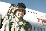 Anthony Swofford (Jake Gyllenhaal) fra Jarhead ankommer Kuwait