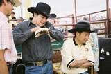 Jake Gyllenhaal forbereder seg til rollen som cowboy. Her sammen med Brokeback Mountain-regissør Ang Lee