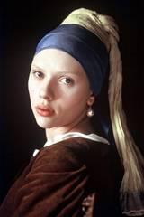 Scarlett Johansson i Pike med perleøredobb