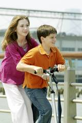 Rosemary (Charlie Ray) og Gabe (Josh Hutcherson) fra Little Manhattan (2005)