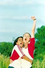 Keira Knightley og Parminder Nagra i Skru'n som Beckham