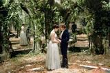 Anne Hathaway og Hugh Dancy i Den forheksede Ella