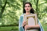 Anne Hathaway i Den forheksede Ella
