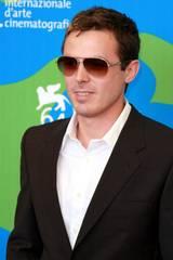 Casey Affleck med Brad Pitt sine solbriller på