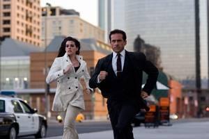 "Steve Carell i rollen som Maxwell Smart, Agent 86 og Anne Hathaway som Agent 99 i filmen ""Get Smart"""