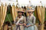 Keira Knightley i rollen som Georgiana, The Duchess of Devonshire og Hayley Atwell som Bess i det historiske dramaet