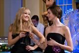 Kate Hudson og Anne Hathaway i Bruder i krig