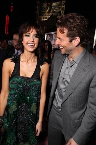 Jessica Alba og Bradley Cooper på premieren til Valentine's Day