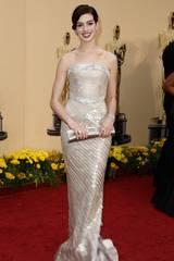 3. plass: Anne Hathaway var vidunderlig vakker i sin Giorgio Armani Prive på fjorårets Oscar-utdeling
