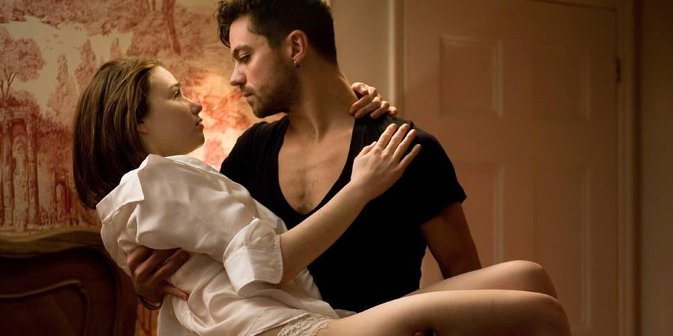 Холостой мужчина трахается с шикарными молодыми любовницами  60516