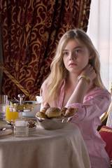 Elle Fanning i Somewhere