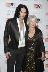 Russell Brand og Helen Mirren på premieren til The Tempest