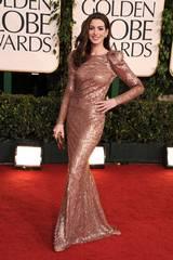 Anne Hathaway ankommer Golden Globeutdelingen