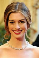 Anne Hathaway ankommer Oscar-utdelingen 2011