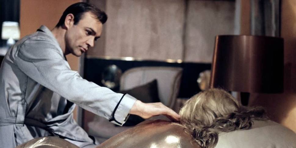 Sean Connery og Shirley Eaton i Goldfinger
