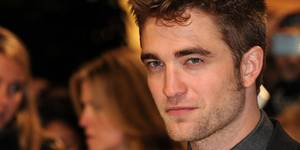 Robert Pattinson på den britiske premieren til The Twilight Saga - Breaking Dawn Part 1