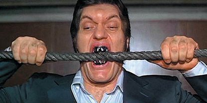 Richard Kiel som Jaws i The Spy Who Loved Me
