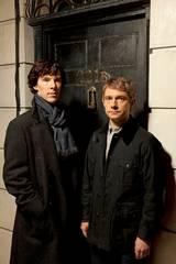 Benedict Cumberbatch og Martin Freeman i TV-serien Sherlock sesong 1
