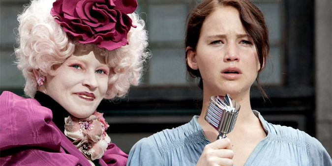Elizabeth Banks og Jennifer Lawrence i The Hunger Games