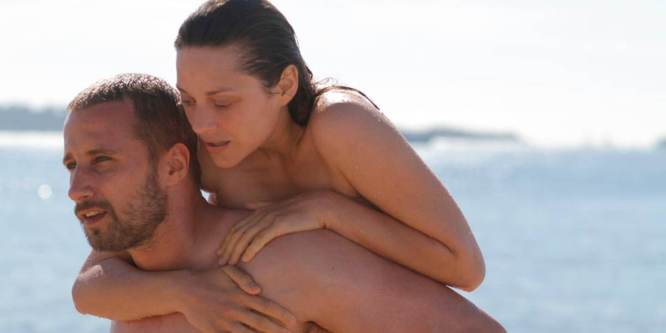 Marion Cotillard som Stephanie og Matthias Schoenaerts som Ali i Rust and Bone