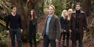 Peter Facinelli, Christian Camargo, Kristen Stewart, Robert Pattinson og MyAnna Buring i The Twilight Saga: Breaking Dawn - Part 2