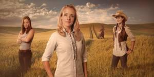 De tre hovedrolleinnehaverne i Hjem: Kaia Varjord som spiller Trine, Jannike Kruse som spiller Annika og Heidi Ruud Ellingsen som spiller Oda