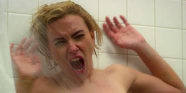Scarlett Johansson gjenskaper den berømte dusjscenen fra PSYCHO i filmen HITCHCOCK