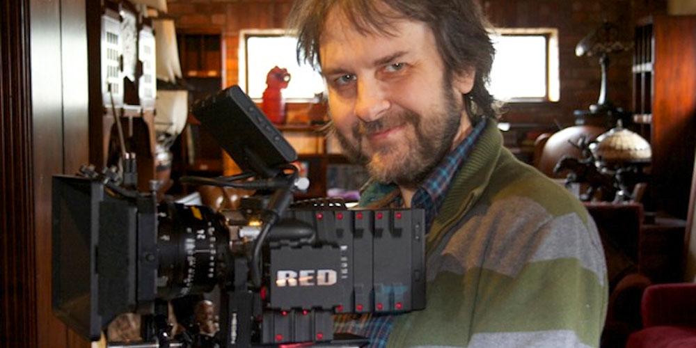 Peter Jackson med et RED-kamera.jpg