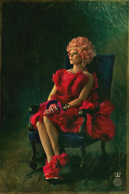 Karakterplakat Effie Trinket (Elizabeth Banks) fra The Hunger Games: Catching Fire