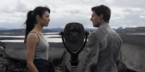 Olga Kurylenko og Tom Cruise i Oblivion