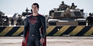Henry Cavill er Supermann i Man of Steel