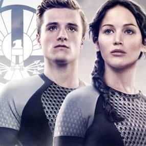 Josh Hutcherson som Peeta Mellark og Jennifer Lawrence som Katniss Everdeen i The Hunger Games: Catching Fire