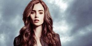 Lily Collins som Clary Fray i Skyggejegerne: Demonenes by