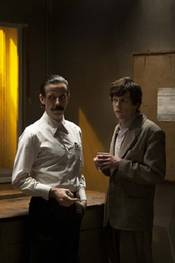 Noah Taylor og Jesse Eisenberg i The Double