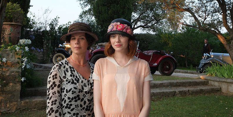 Marcia Gay Harden og Emma Stone i Magic in the Moonlight