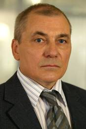 Konrad Sejer (Bjørn Sundquist)