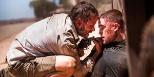 Robert Pattinson og Guy Pearce i The Rover