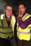 Produsent Jeremy Latcham og Robert Downey Jr. på settet til The Avengers: Age of Ultron