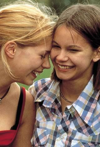 Alexandra Dahlström og Rebecca Liljeberg i Fucking Åmål