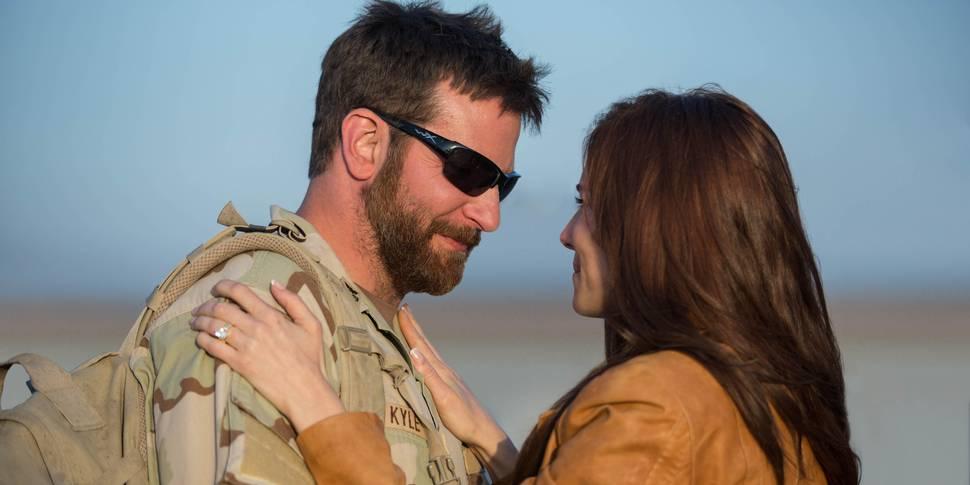 Bradley Cooper og Sienna Miller i American Sniper