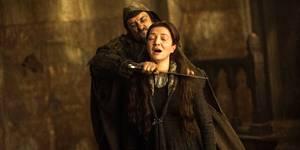 Catelyn Stark (Michelle Fairley) blir drept i sesong 3