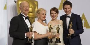 Oscar-vinnerne i skuespillerkategoriene: J. K. Simmons, Patricia Arquette og Eddie Redmayne