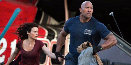 Carla Gugino og Dwayne Johnson i San Andreas