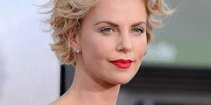 Charlize Theron på premieren til A Million Ways To Die In The West