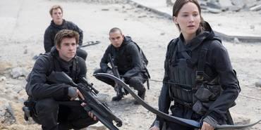 Sam Claflin, Liam Hemswort, Evan Ross og Jennifer Lawrence i The Hunger Games: Mockingjay Part 2