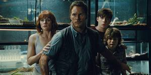 Chris Pratt, Bryce Dallas Howard, Nick Robinson og Ty Simpkins i Jurassic World