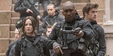 Jennifer Lawrence, Mahershala Ali og Liam Hemsworth i The Hunger Games: Mockingjay - Part 2